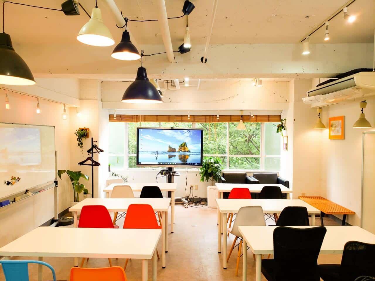 スケルトンオフィスで大手企業はなぜ会議するのか?